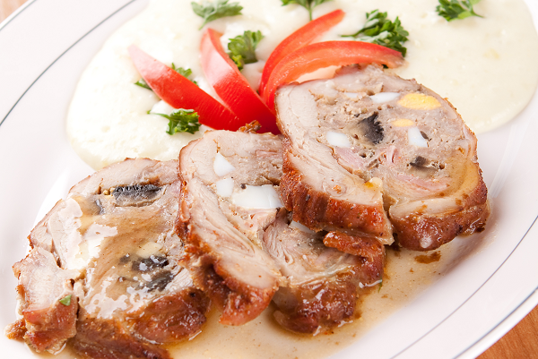 Veal roulade stuffed with minced meat and mashed potatoes_59213091